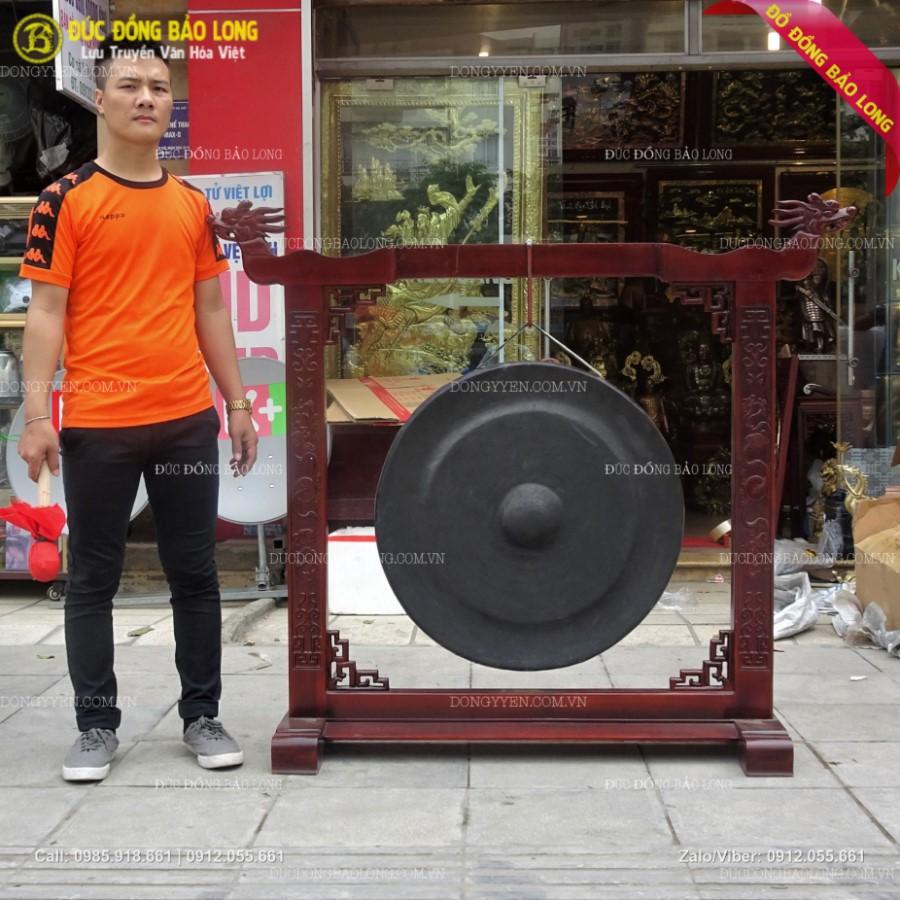 Bộ Chiêng Đồng 72cm và Giá Gỗ Cho Nhà Thờ Họ ở Hải Dương