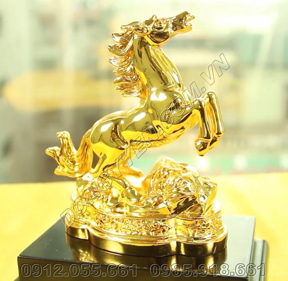 Ngựa Phong Thủy - Linh Vật Tuổi Ngọ Bằng Đồng Mạ Vàng 24K