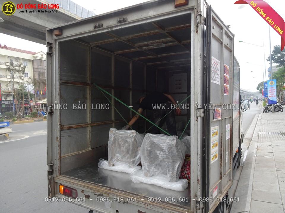 Xe tải vận chuyển bộ đồ thờ khảm tam khí 60cm và đôi hạc 1m97 an toàn