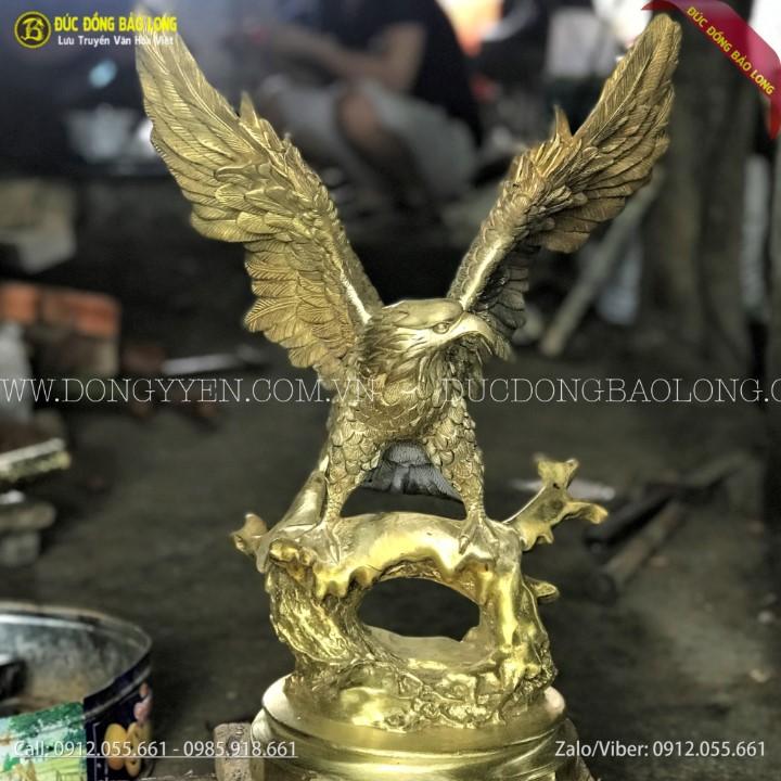 tượng chim đại bàng tung cánh