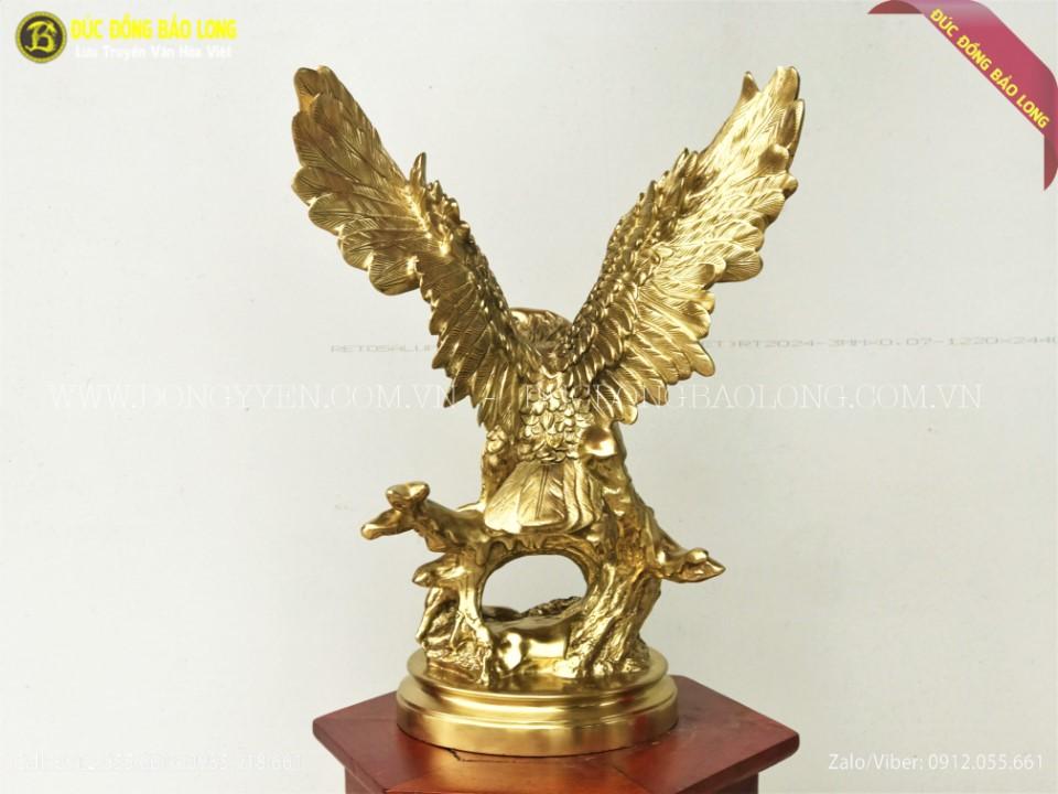 tượng đại bàng tung cánh