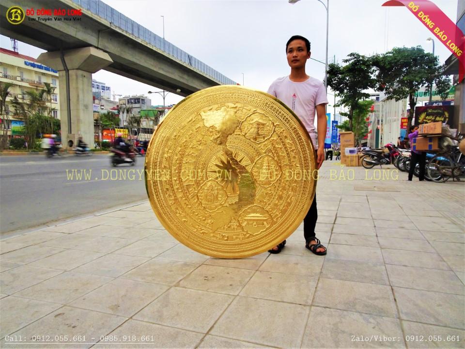 mặ trống đồng bản đồ địa danh 3 miền bằng đồng mạ vàng 24k cho khách Quảng Trị
