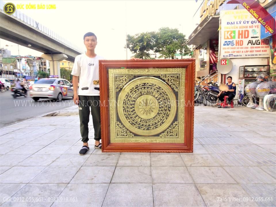 tranh mặt trống đồng khung gỗ 1m27