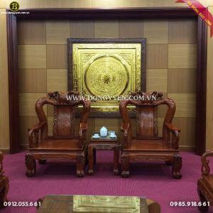 Lắp đặt tranh mặt trống đồng mạ vàng 24k cho ban CHQS Ba Vì