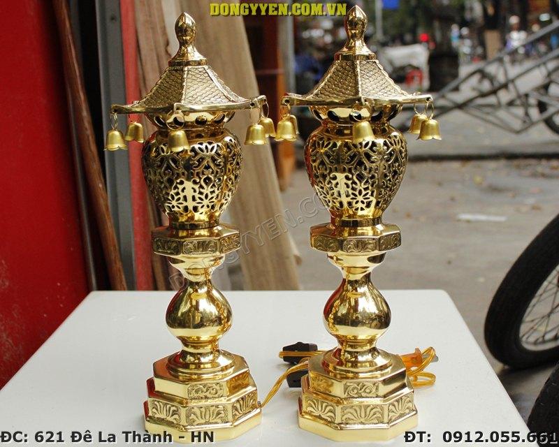 Đôi đèn thờ bát giác đúc bằng đồng vàng