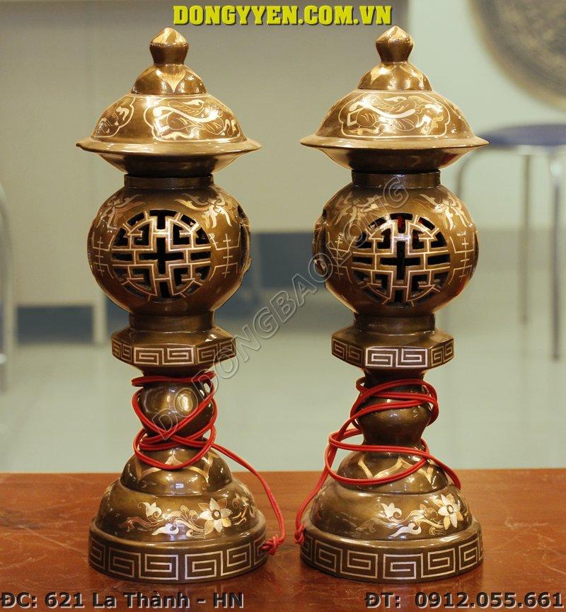 đôi đèn thờ bằng đồng đỏ khảm tam khí 40cm