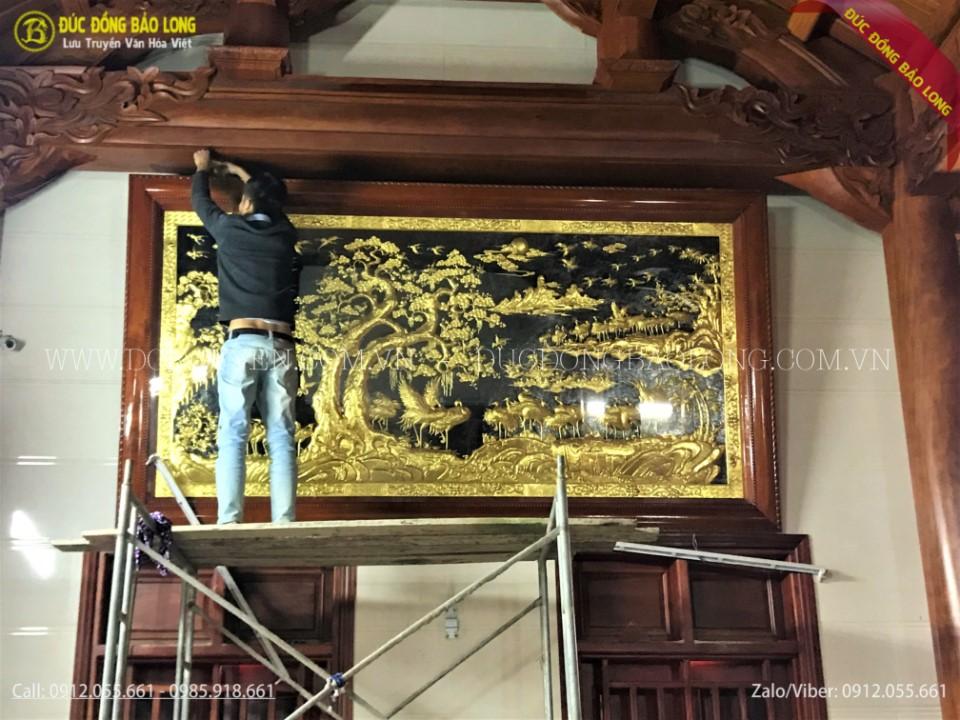 tranh bách hạc quần tùng dát vàng