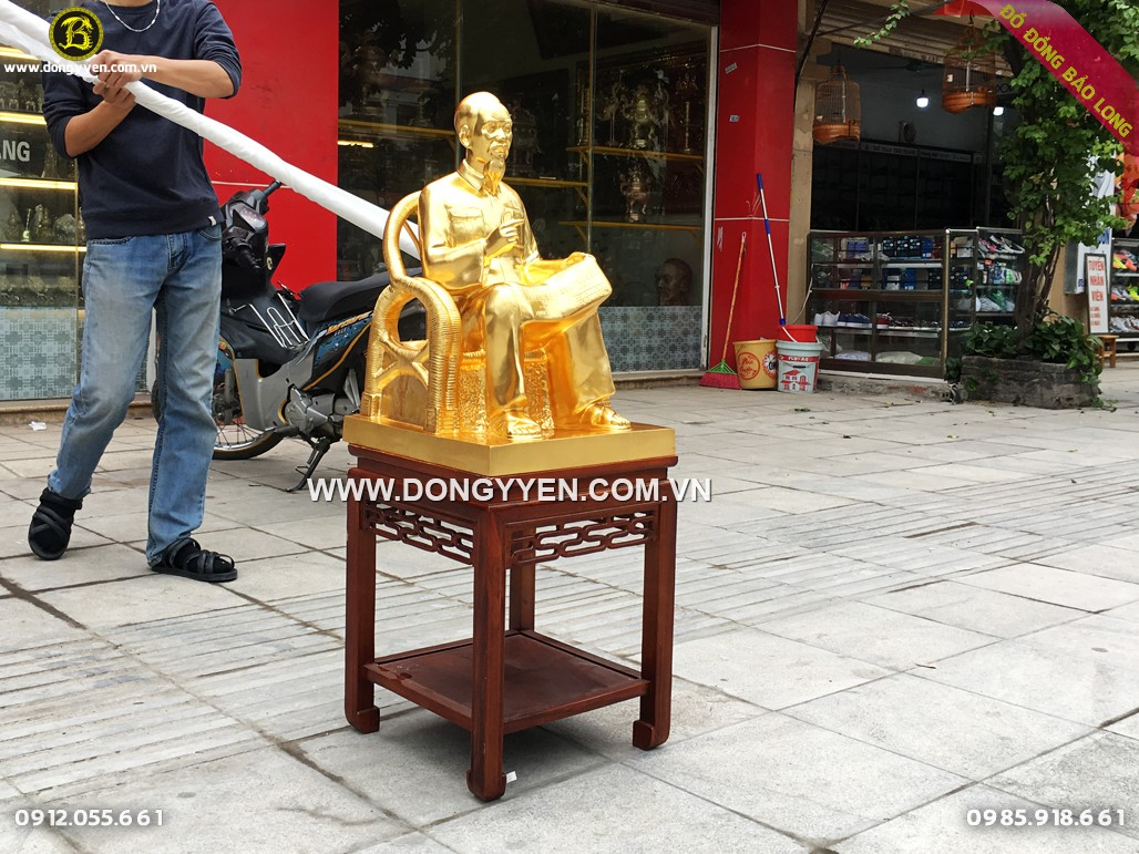 tượng bác hồ ngồi ghế mây đọc báo cao 61cm dát vàng