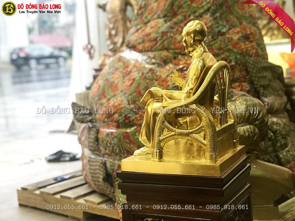 Bề mặt tượng bác hồ ngồi ghế mây 42cm được dát vàng 9999 cực đẹp