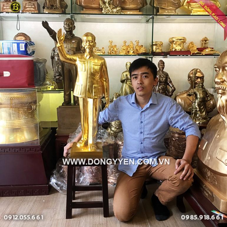 Tượng Bác Hồ Vẫy Tay Bằng Đồng Chào 81cm dát vàng 9999