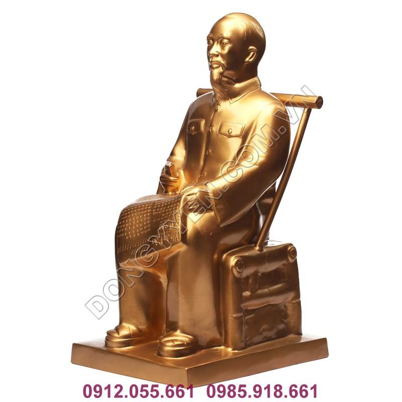 Tượng bác hồ ngồi đọc sách nghiêng