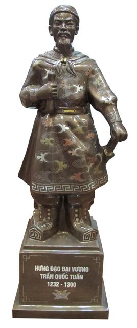 tượng trần hưng đạo ngũ sắc