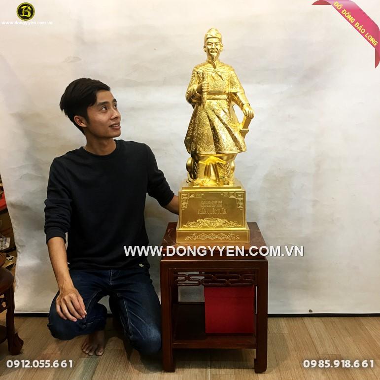 Tượng Trần Quốc Tuấn 81cm dát vàng cho khách Hà Nội